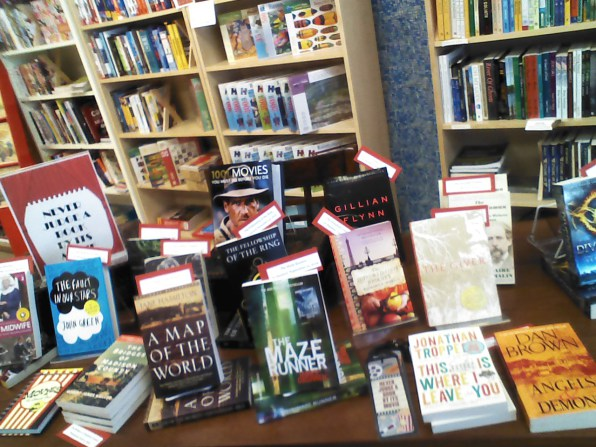dont-judge-a-book-by-its-movie-display-google-reuse-with-mod-bookstore-table